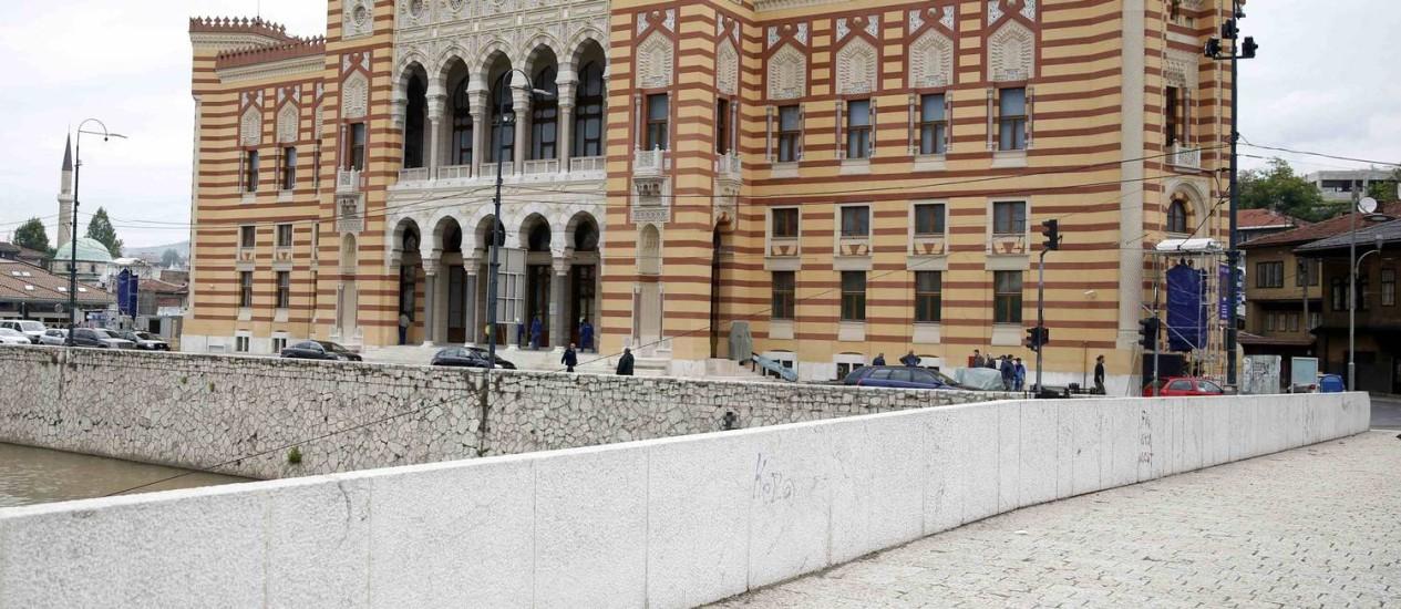 O prédio da prefeitura de Sarajevo, Vijecnica, em estilo neo-mourisco, foi restaurado e reaberto como museu e biblioteca. O local marca o histórico dos acontecimentos que desencadearam a Primeira Guerra Mundial Foto: DADO RUVIC / REUTERS