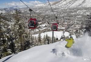 As gôndolas vermelhas, para apreciar a paisagem e ouvir música, nas montanhas de Aspen, no Colorado Foto: Tomas Zuccareno / Divulgação