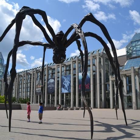 """A aranha """"Maman"""": escultura de Louise Bourgeois na National Gallery, no centro da capital Foto: Mari Campos"""