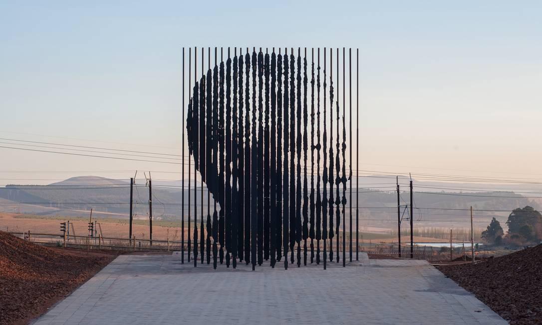 Roteiro inspirado na vida de Nelson Mandela leva a cidades turísticas e vilarejos no interior