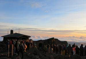 Vista ao amanhecer, do centro de visitantes no alto do vulcão Haleakala Foto: Christiana Lee / Agência O GLOBO
