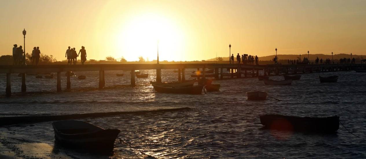 Pôr do sol no Porto da Barra, vizinho da colônia de pescadores em Búzios Foto: Foto de Fabio Rossi/Divulgação