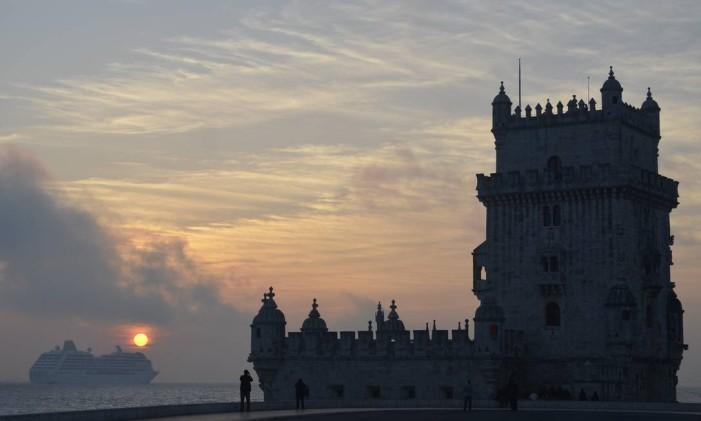 Torre de Belém e o Rio Tejo, durante o pôr do sol: influências islâmicas e orientais em Lisboa Foto: Cristina Massari / Agência O Globo