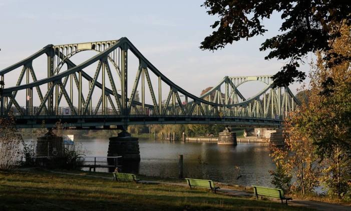 """Glienicker Brücke, entre Berlim e Potsdam, dá nome ao filme """"A ponte dos espiões"""" Foto: Wolfgang Scholvien Photograph / Wolfgang Scholvien Photograph"""