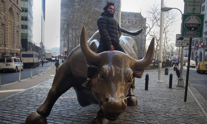 A estátua do perto de Wall Street Foto: CARLO ALLEGRI / REUTERS