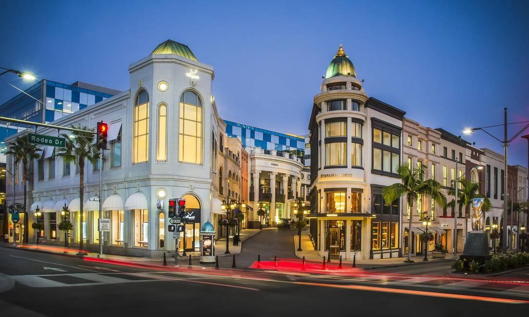 Lojas na luxuosa Rodeo Drive, em Beverly Hills, no condado de Los Angeles Foto: Divulgação