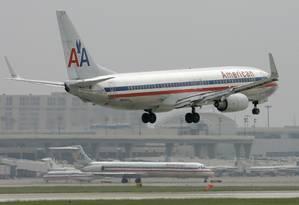 Avião da American Airlines pousa no aeroporto de Dallas Fort Worth International em Grapevine, Texas Foto: 14-10-2008/Tony Gutierrez / AP