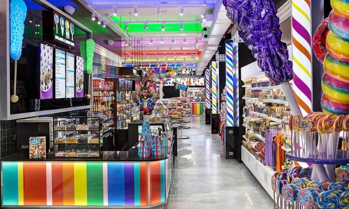 Balas e doces de todas as cores na Dylan's Candy Bar, em Manhattan Foto: Divulgação