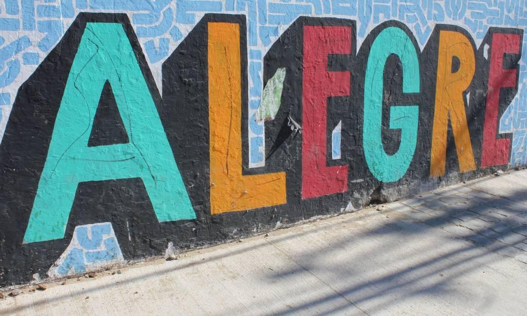 O nome do Cerro Alegre estampado em um dos muros Foto: Ana Beatriz Marin / Agência O Globo