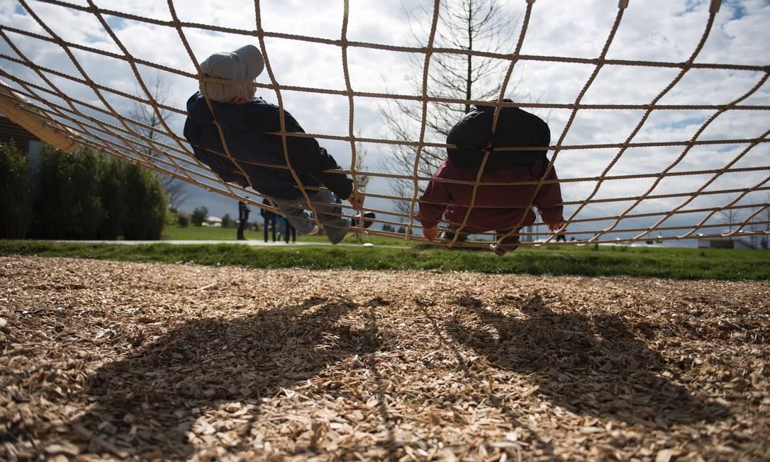 Um momento relax no passeio entre os jardins da International Garden Exhibition (IGA) 2017 que acontece até 15 de outubro no Gaerten der Welt, em Berlim Foto: STEFFI LOOS / AFP