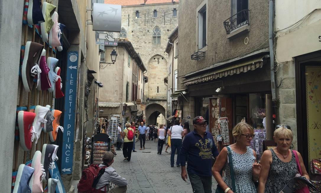 Lojas. Pequenos estabelecimentos se espalham nas ruas medievais de Carcassone Foto: Alina Hartounian/AP