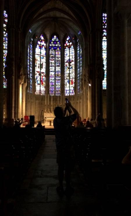 Basílica. Saint-Nazaire, com seus vitrais de cerca de 700 anos, é um dos destaques na visita a Carcassonne Foto: Alina Hartounian