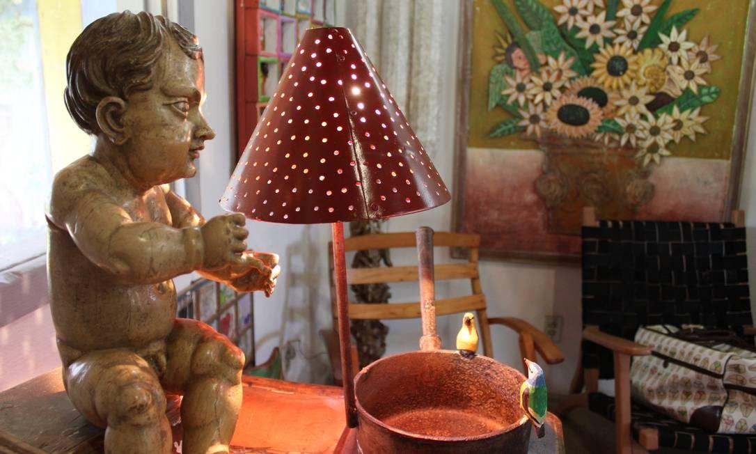 Artesanato: a Oficina de Agosto foi criada em 1991 pelo artista plástico Antônio Carlos Bech, o Toti Foto: Agência O Globo / Ana Beatriz Marin