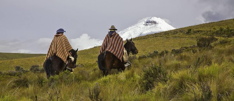 Paisagem rural no Equador, com o vulcão Cotopaxi (5,897m) ao fundo Foto: Asbjorn M. Olsen / Quito Turismo/Divulgação