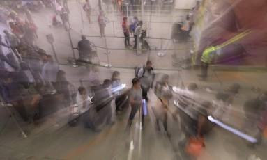 Retomada. O número de brasileiros viajando para o exterior voltou a crescer Foto: Jorge William / Agência O Globo