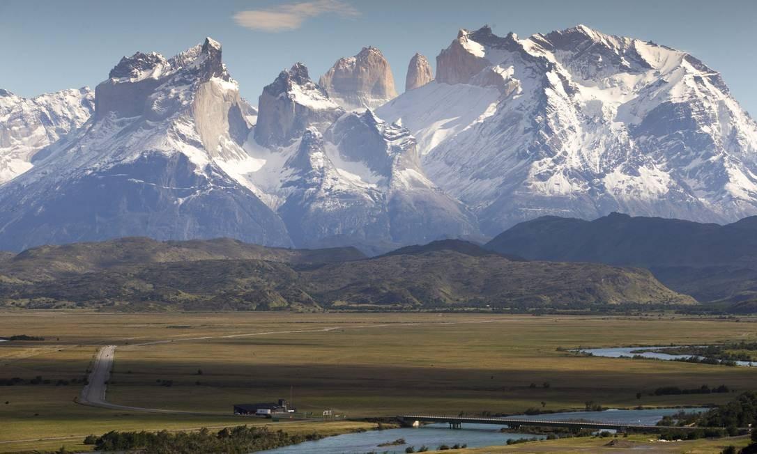Montanhas. Picos cobertos de neve no Parque Nacional Torres del Paine Foto: Edilson Dantas / Agência O Globo