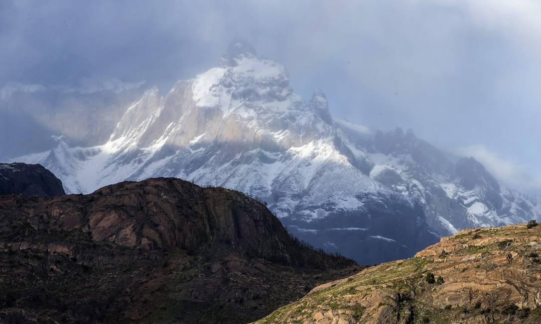 Montanhas cobertas de neve, no Parque Nacional Torres del Paine na Patagônia chilena Foto: Edilson Dantas / Agência O Globo
