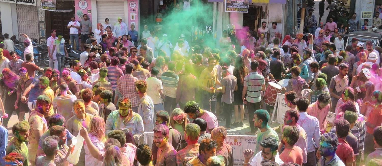 Nas ruas. O festival de cores na cidade de Udaipur, na Índia Foto: Luiza Bandeira