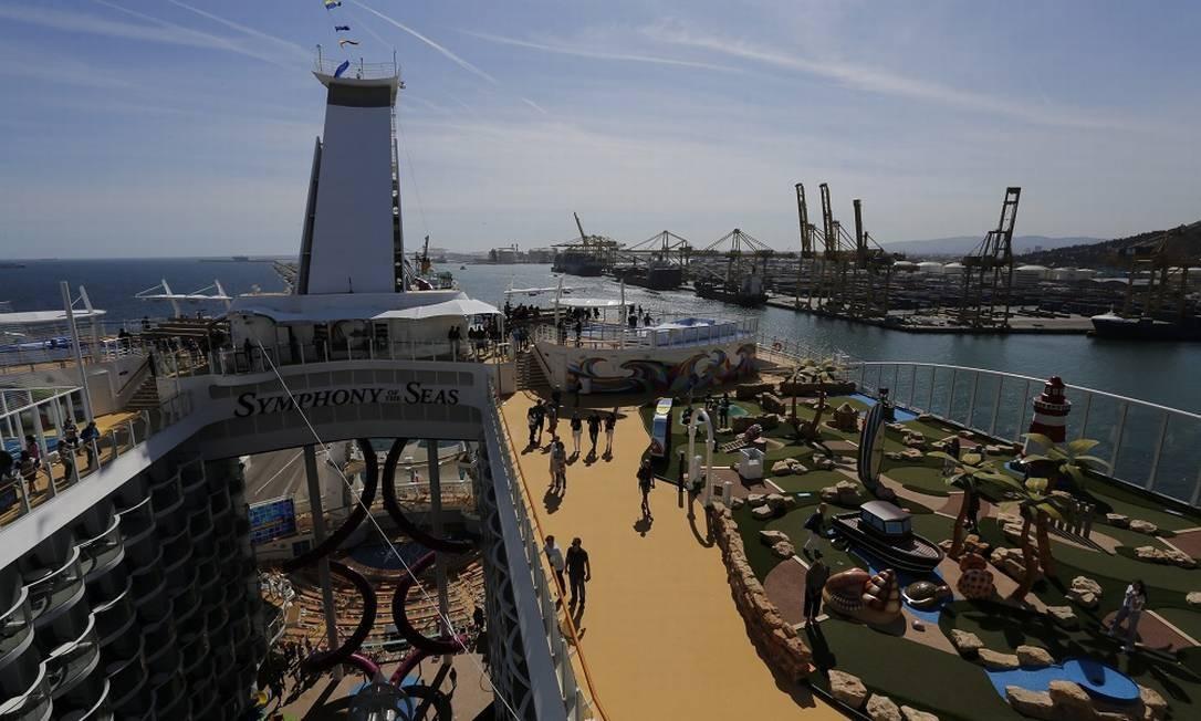 O convés do gigante dos mares: atrações 24 horas por dia para todos os públicos Foto: Marcelo Carnaval / Agência O Globo