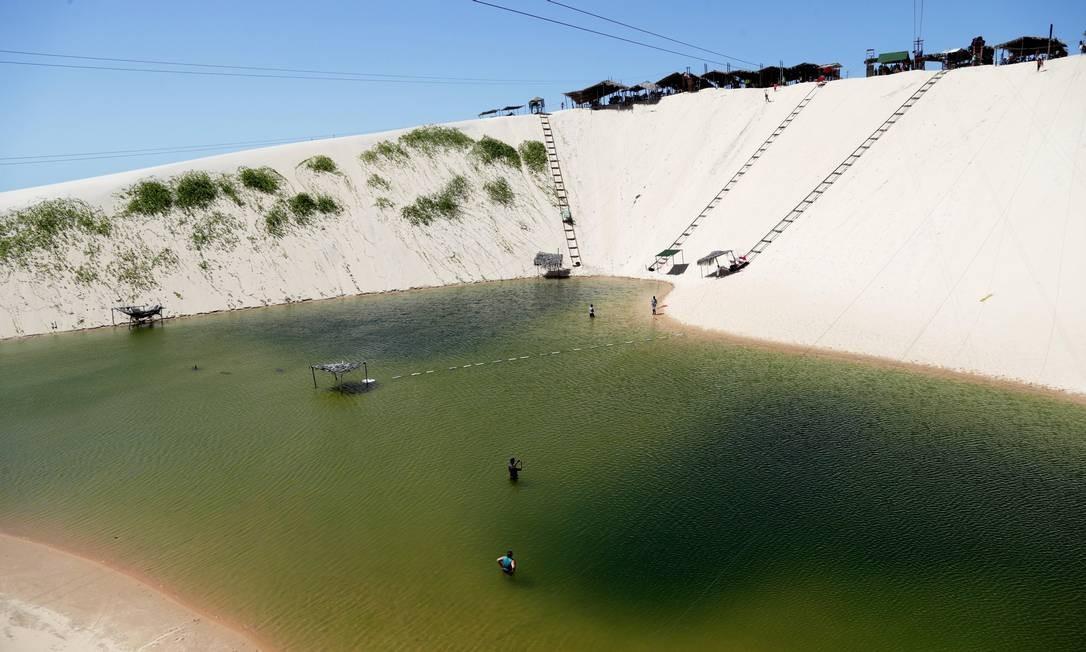 Tirolesa sobre as dunas de Canoa Quebrada, em Aracati, no Ceará Foto: Márcio Alves / Agência O Globo