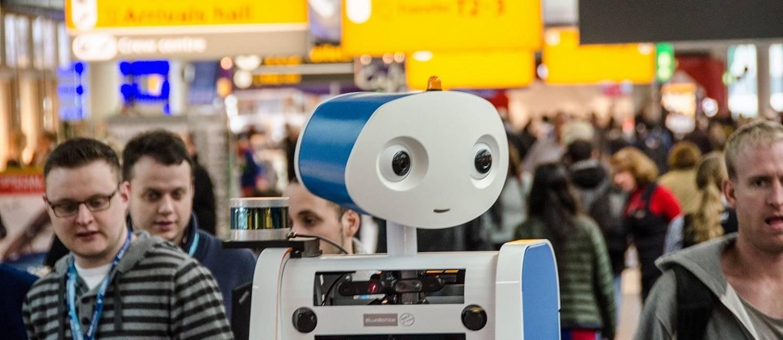 O robô Spencer, usado pela companhia aérea KLM no aeroporto de Schiphol, em Amsterdã: ele guia passageiros até os portões de embarque e calcula os melhores trajetos no terminal Foto: Divulgação