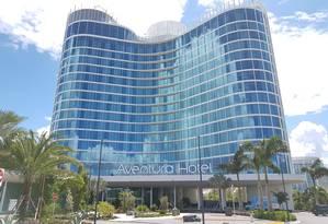 Fachada do Aventura Hotel, a mais nova opção de hospedagem do Universal Orlando Resort, na categoria econômica, com recursos tecnologia nos quartos que permitem acionar comandos por tablets Foto: Eduardo Maia