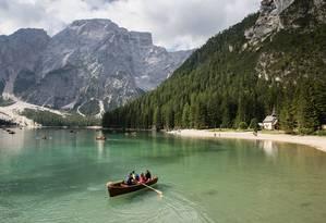Lago di Braies, lago alpino, aos pés das Dolomitas Foto: Susan Wright / NYT
