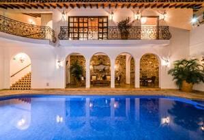 A Casa Kimberly, em Puerto Vallarta, no México, foi presente de aniversário de Richard Burton a Elizabeth Taylor, e atualmente funciona como hotel de luxo Foto: Divulgação