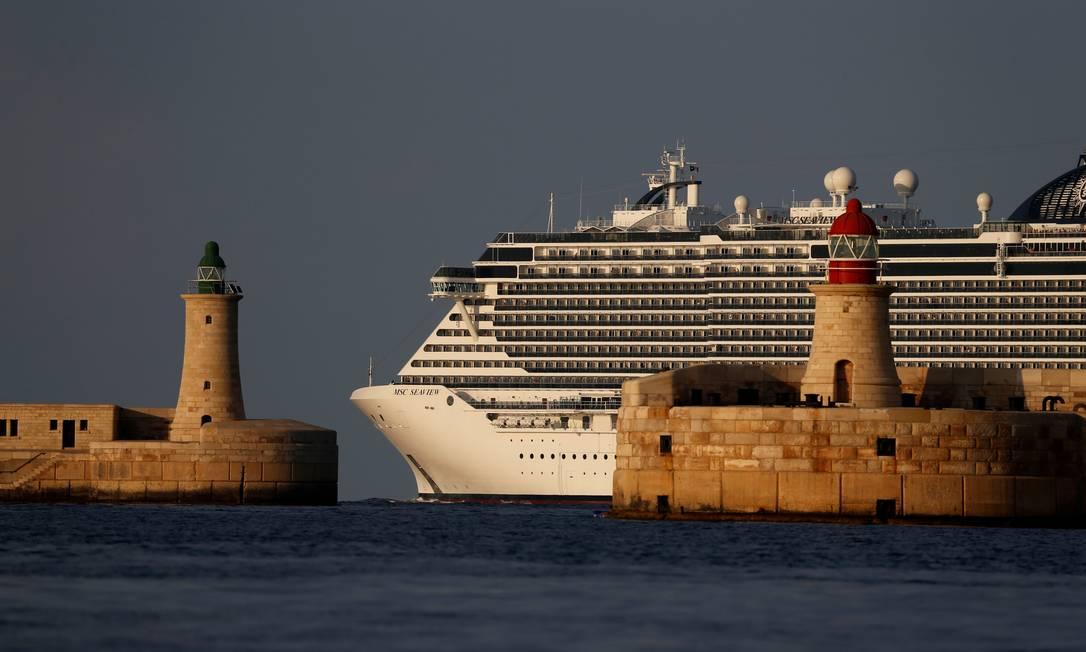 Detalhe do MSC Seaview durante sua passagem pelo porto de Valletta, em Malta, em setembro: ele maior que qualquer outro navio de cruzeiros que já visitou o Brasil Foto: Darrin Zammit Lupi / REUTERS