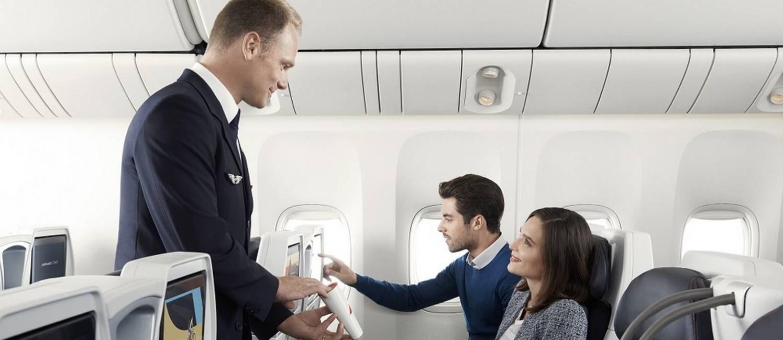 Asssentos na nova cabine Premium Economy da Air France, nos aviões Boeing 777-200 que entram em operação na rota Paris-Rio, com 40% mais espaço entre as poltronas do que na classe econômica Foto: Divulgação