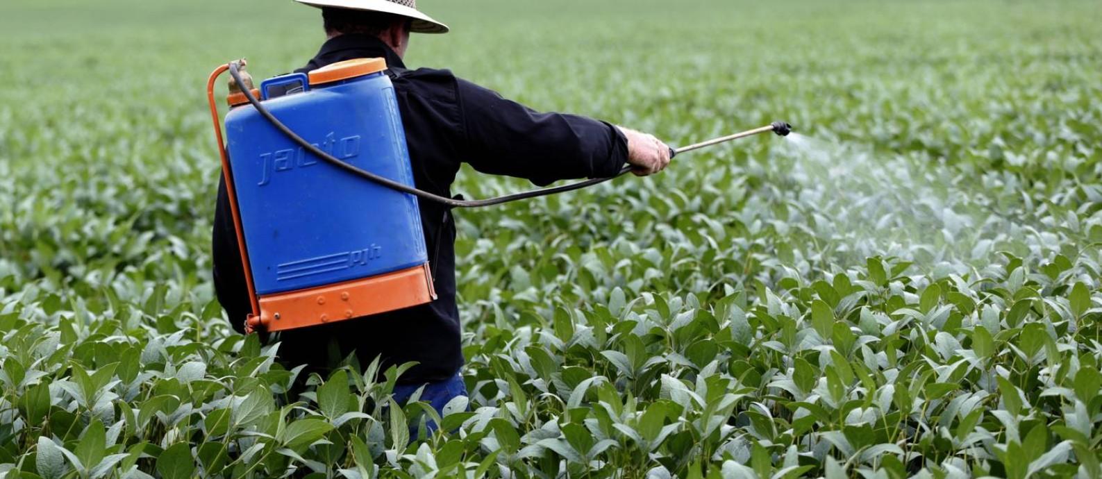 Agrotóxicos: atlas aponta os produtos mais usados no planeta Foto: Michel Filho / Agência O Globo