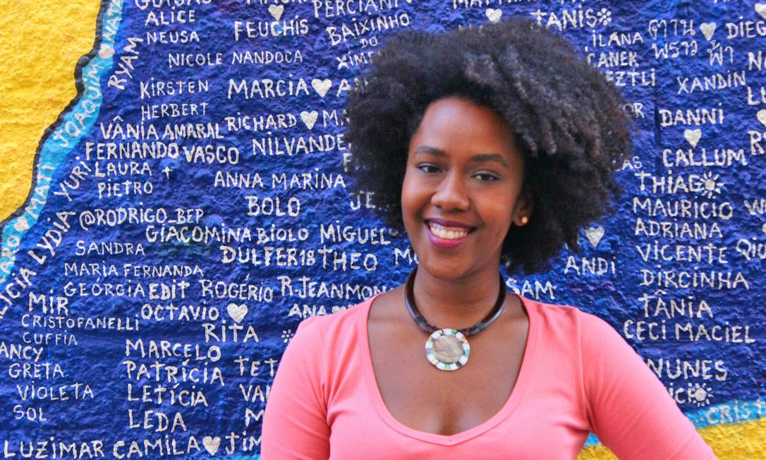 Escritora Ana Paula Lisboa é um dos expoentes da geração de intelectuais negros brasileiros que tiveram acesso ao ensino superior através das políticas afirmativas. Foto: Divulgação/FLUP