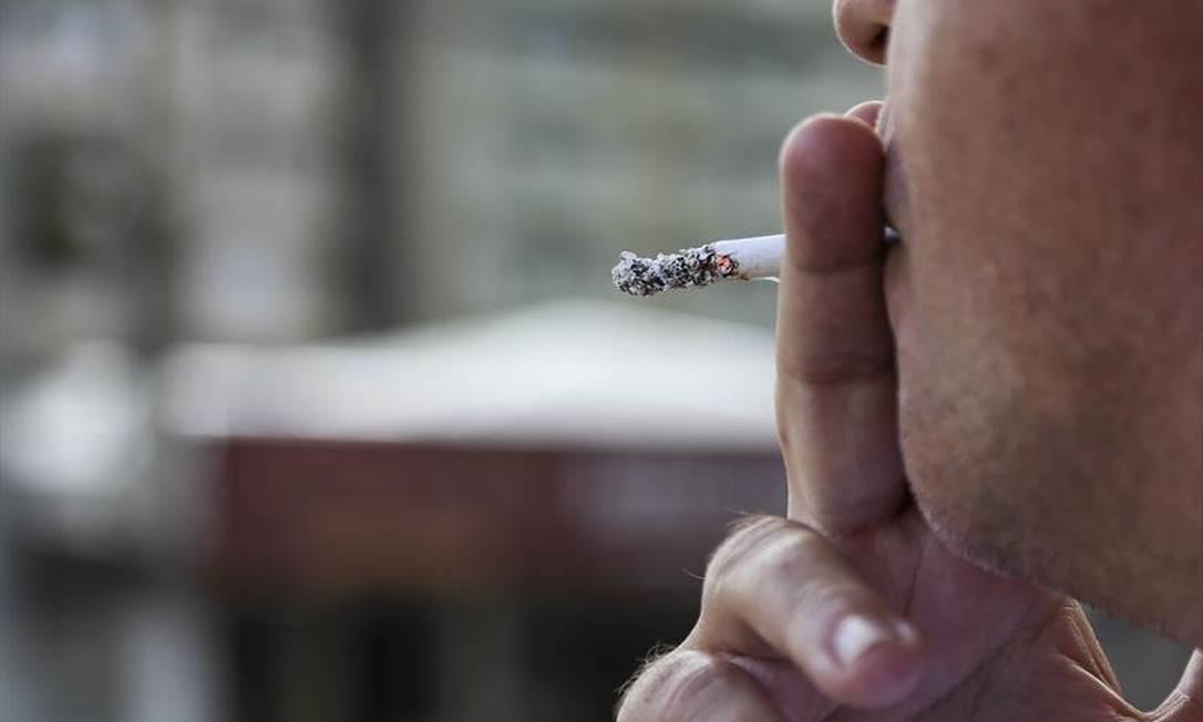 """O estudo """"Descumprimento da legislação que proíbe a venda de cigarros para menores de idade no Brasil: uma verdade inconveniente"""" mostra que 86,1% dos adolescentes 13 e 17 anos que tentaram comprar cigarros nos 30 dias anteriores à entrevista não foram impedidos. Foto: O GLOBO"""