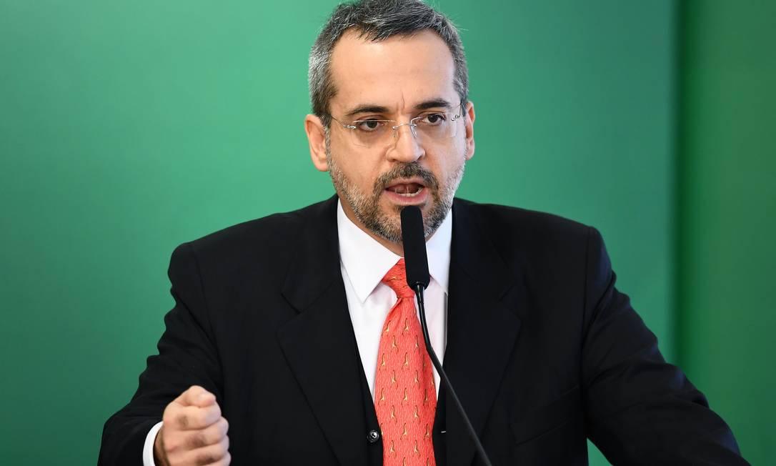 O ministro da Educação, Abraham Weintraub, indicou que o Brasil reduzirá investimentos públicos em faculdades de filosofia e sociologia Foto: EVARISTO SA / AFP