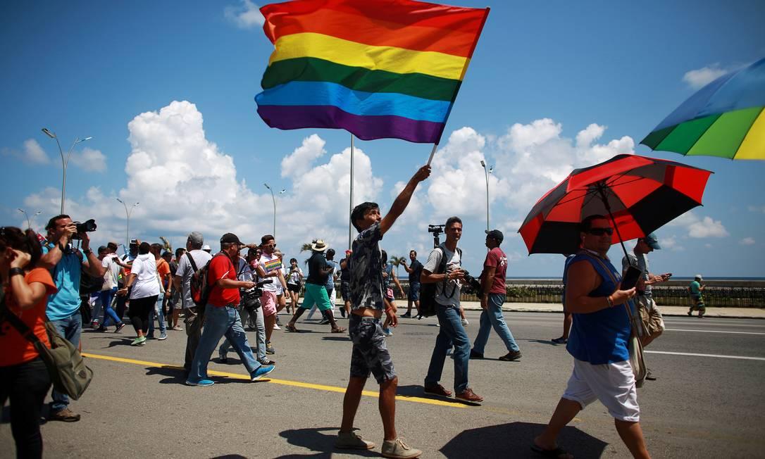 Ativistas se juntam antes da marcha anual contra a homofobia e a transfobia em Havana, em 14 de maio de 2016 Foto: Alexandre Meneghini / REUTERS