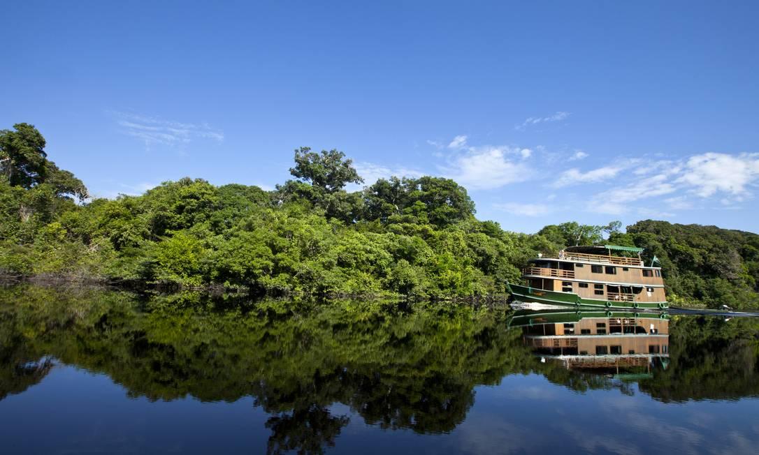 Barco atravessa rio na Amazônia; o principal fundo de proteção da Floresta Amazônica corre o risco de perder um dos seus maiores financiadores, o governo da Alemanha Foto: O Globo (24/07/2012)