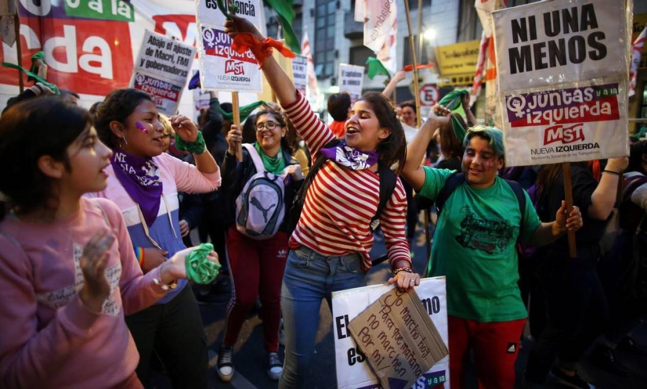 Como em todo 3 de junho desde 2015, mulheres e integrantes da comunidade LGBT foram às ruas denunciar a violência de gênero e, em particular, a taxa de feminicídos, que não cai apesar do aumento de denúncias e da exposição dos casos. Foto: AGUSTIN MARCARIAN / REUTERS