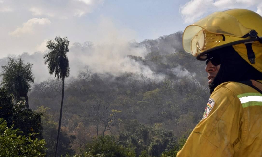 Fumaça na comunidade de Quitunuquina, perto de Robore, no Leste da Bolívia Foto: AIZAR RALDES / AFP