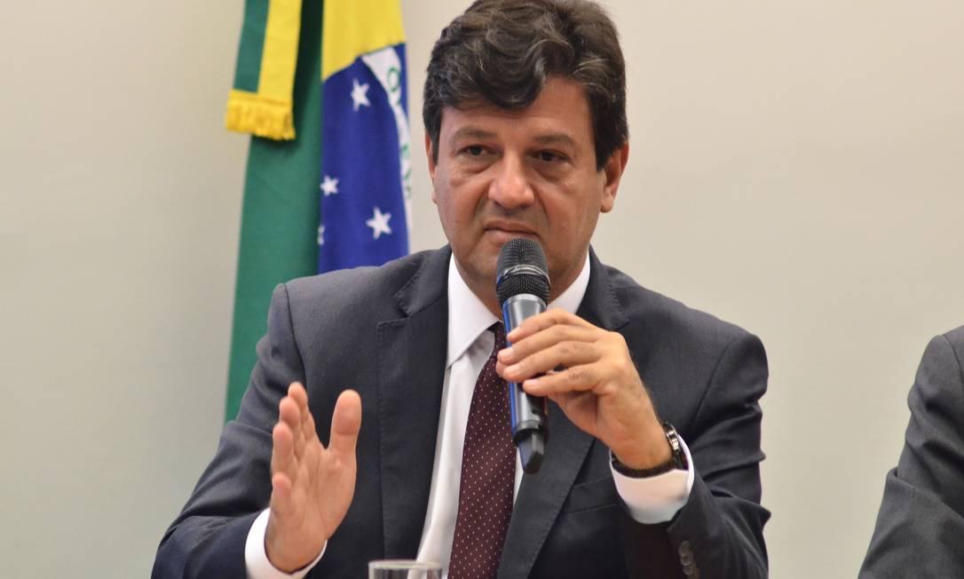 O ministro da Saúde, Henrique Mandetta, que conduz as investigações de casos suspeitos do vírus Foto: FramePhoto / Agência O Globo