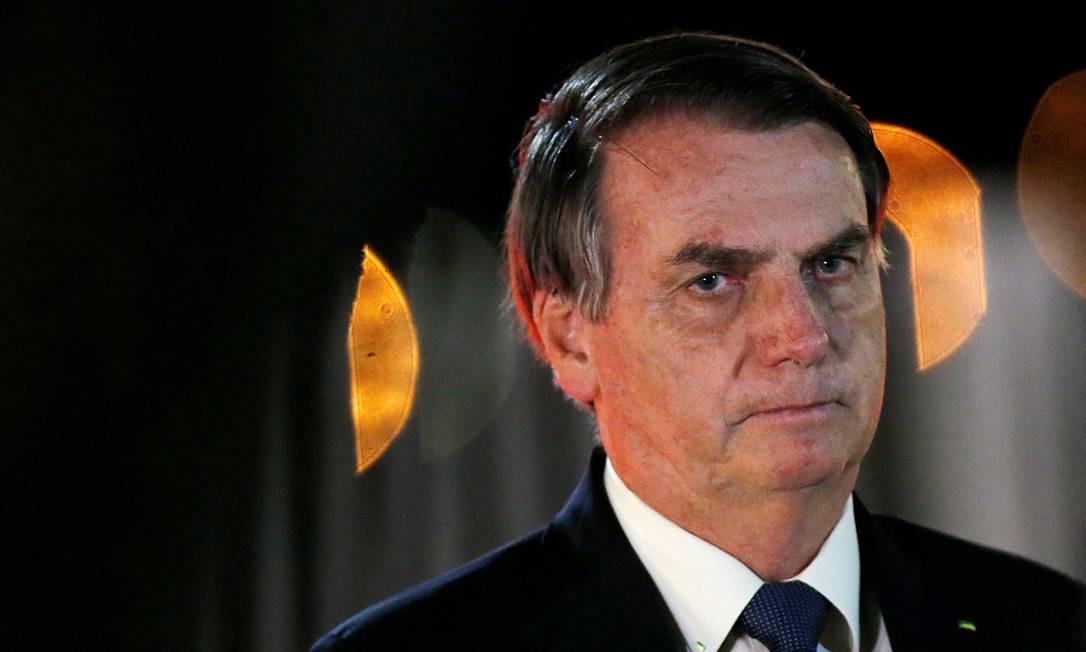 O presidente Jair Bolsonaro cumprimenta apoiadores no Palácio da Alvorada Foto: Adriano Machado/Reuters/07-07-2020