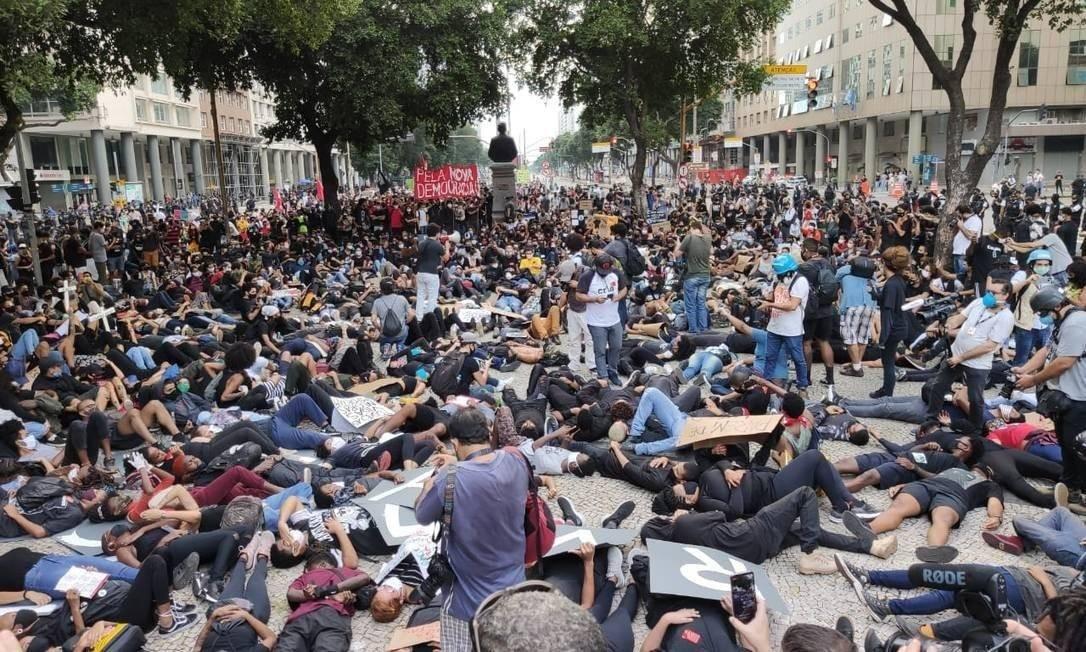 No Rio, manifestação atirracismo critica violência policial Foto: Bruno Marinho