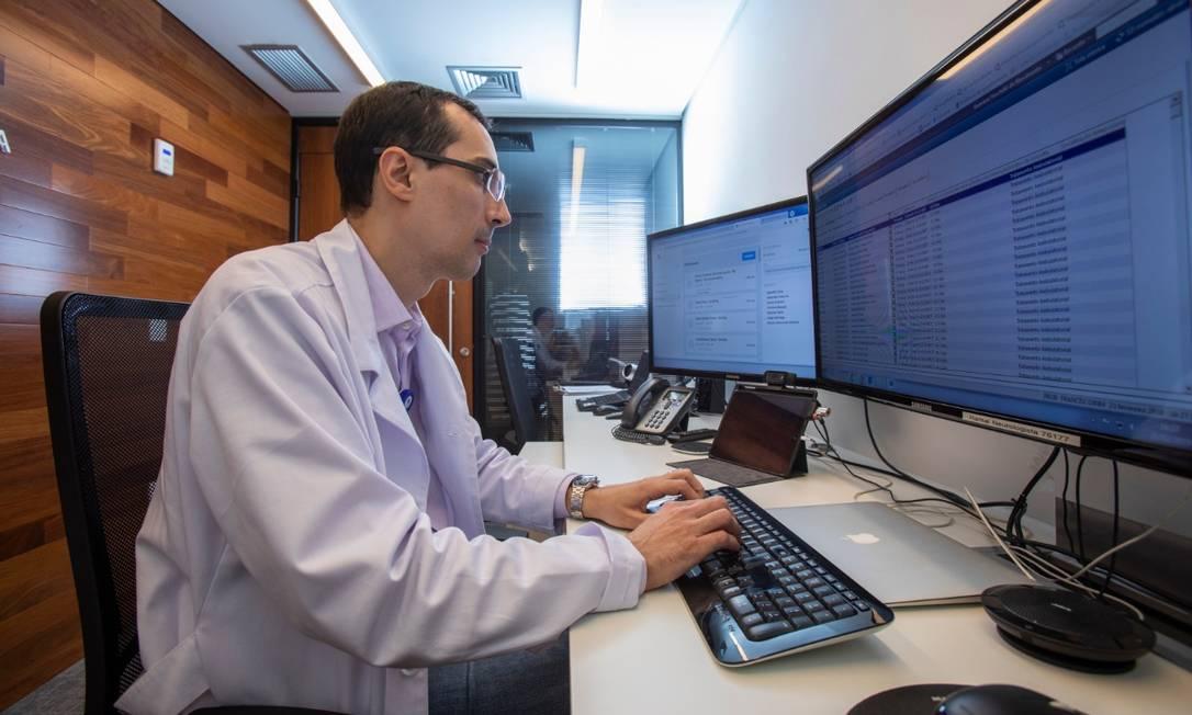 No Hospital Israelita Albert Einstein, em São Paulo, o número de consultas à distância passou de mil atendimentos em fevereiro para 22,3 mil em maio Foto: Divulgação