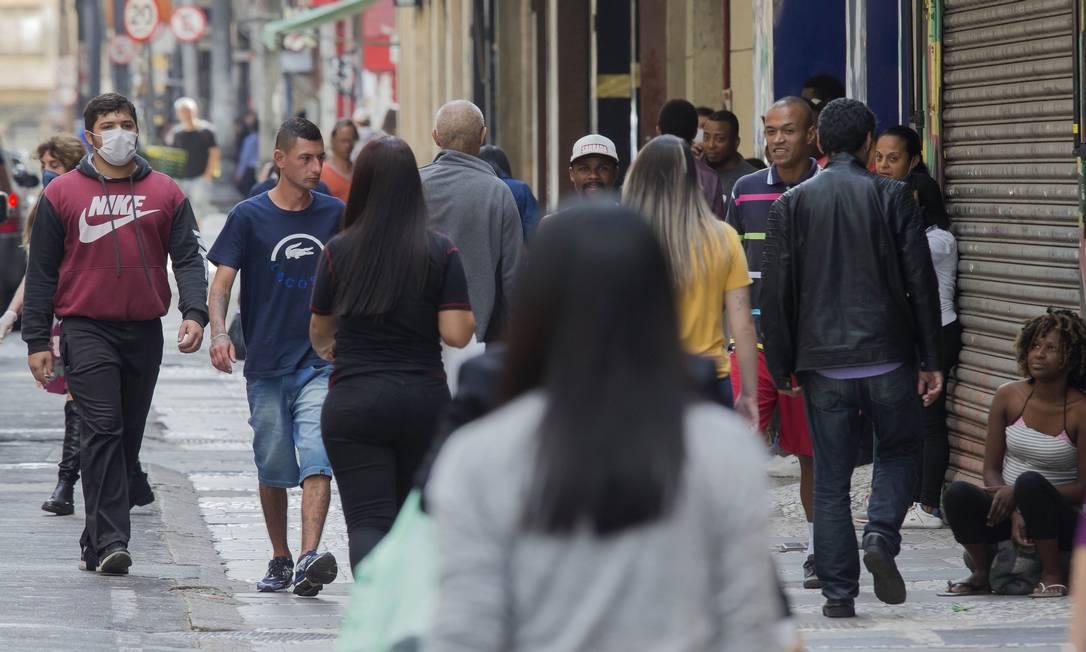 Movimentação de pedestres no Centro de São Paulo (16-4-2020). Foto: Edilson Dantas / Agência O Globo