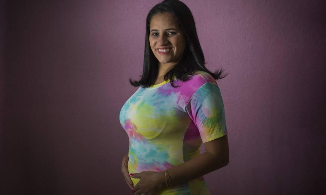 Priscila Lima Almeida teve tratamento de fertilização adiado por seis meses, mas conseguiu retomar procedimentos Foto: Edilson Dantas / Agência O Globo