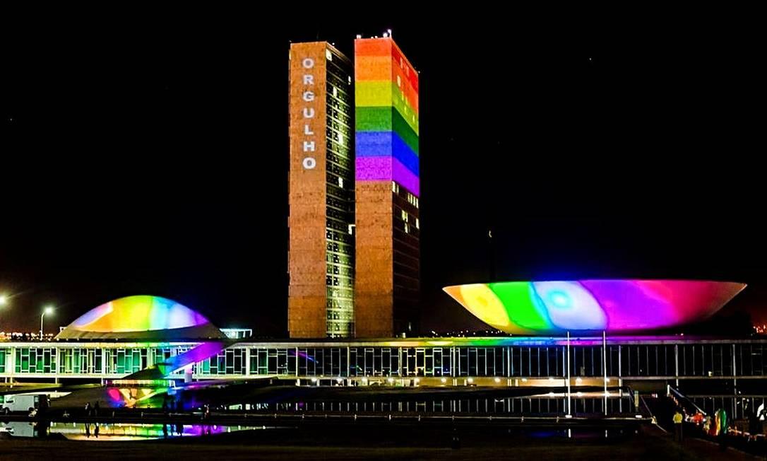 Congresso Nacional recebeu a projeção do arco-íris pela primeira vez em 2020, o que será reeditado neste ano Foto: Divulgação/Brasília Orgulho