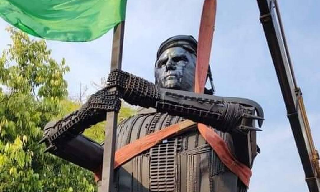 Jair Bolsonaro ganha estátua em sua homenagem na cidade de Passo Fundo, no RS Foto: Reprodução/Twitter