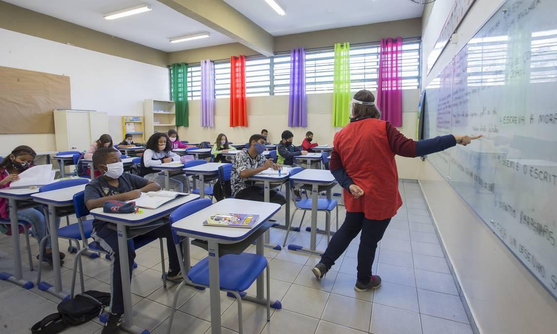 Sala de aula com protocolos de segurança contra a Covid na Escola Estadual Dom Agnelo Cardeal Rossi, extremo sul de São Paulo (23-7-21). Foto: Edilson Dantas / Agência O Globo