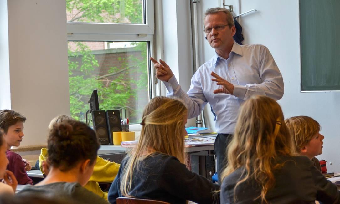 O professor Pasi Sahlberg: ele falará sobre como olhar para a incerteza no contexto educacional Foto: Jan Heijmans / Divulgação