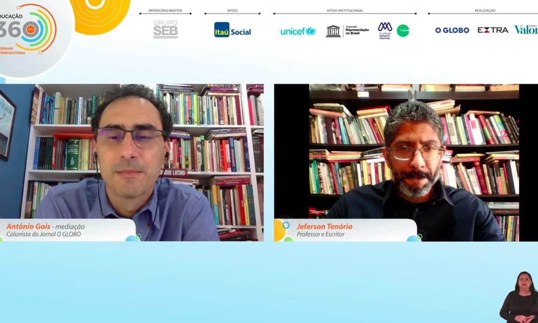 """O colunista Antônio Gois conversa com o escritor Jeferson Tenório, na palestra """"O avesso da pele"""" Foto: Reprodução"""