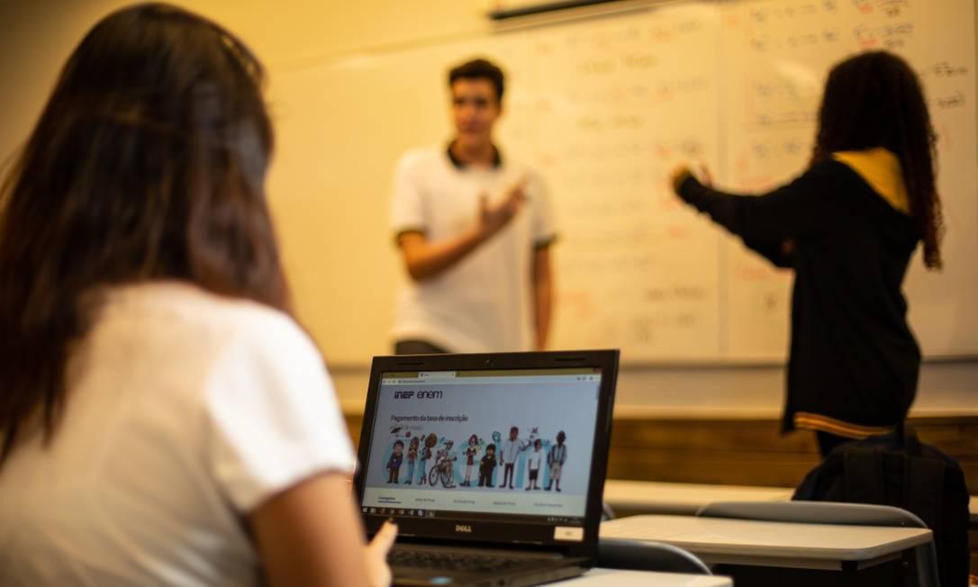 Focar em temas recorrentes na prova na hora da revisão é a sugestão dos professores Foto: Brenno Carvalho / O Globo